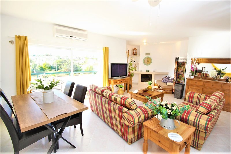 2 Bedroom apartament with pool and direct access to the beach, vacation rental in Armacao de Pera