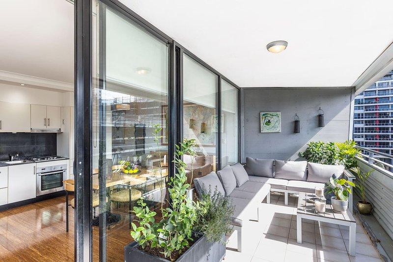 Sunny Air Conditioned Sydney 2 Bedroom Apt, vacation rental in Moore Park