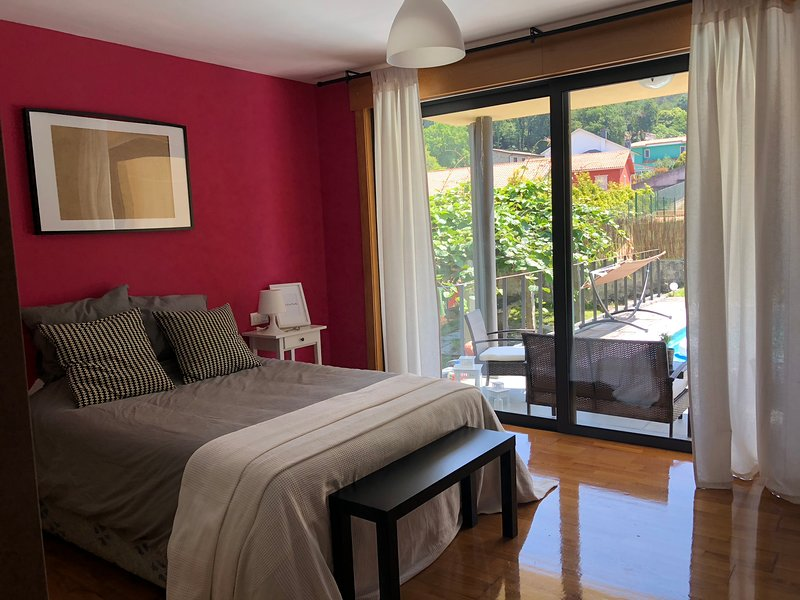 Spacious villa with swimming-pool, vacation rental in Oleiros