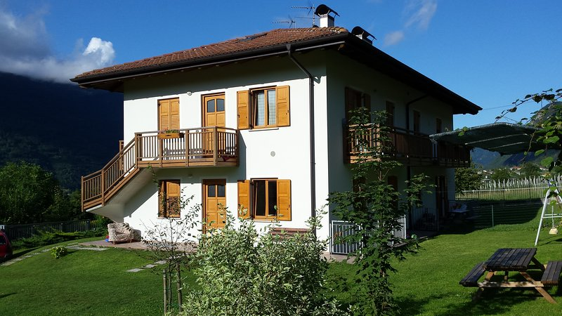 VILLA IRMA: quiet 2 km from lakes Levico&Caldonazzo,with garden & parking, holiday rental in Levico Terme