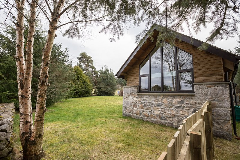 Pinewood Steading, sleeps 4 in 2 bedrooms with stunning and uninterrupted views in a rural location