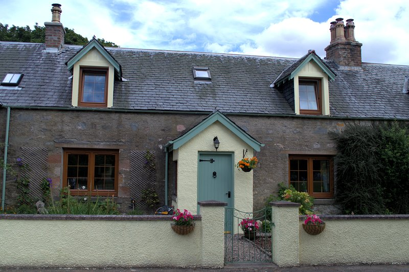 Rosemount Cottage - Highland Cottage, holiday rental in Ross and Cromarty