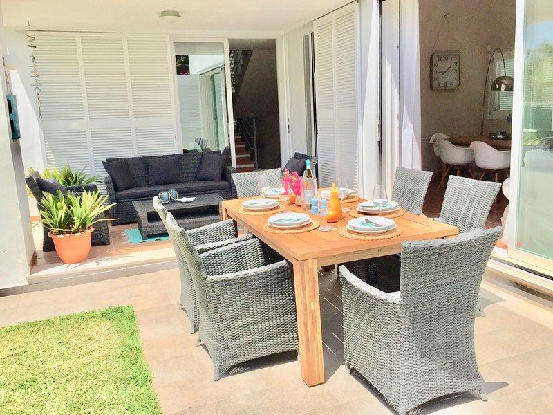 Wunderschöne Villa BEACH&OCEAN in bester Strandlage für 6 Pers.mit tollem Garten, holiday rental in Son Serra de Marina
