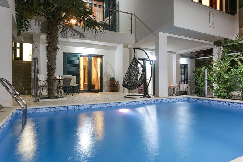 Santa Maria Villa Apartments, holiday rental in Kastel Stafilic
