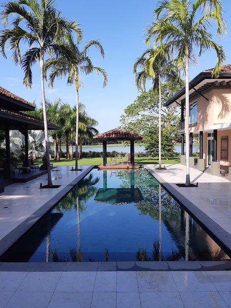 Zwembad vanaf het grote terras