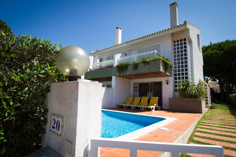 Modern 3bdr Villa with Pool, next to Hilton Hotel, vacation rental in Vilamoura