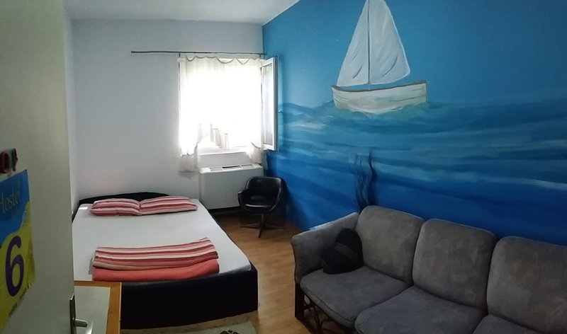 Room 6 (shared bathroom), casa vacanza a Zemun
