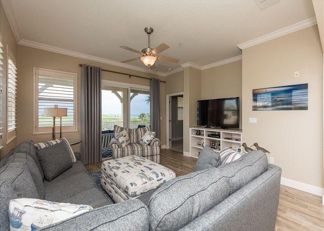 Oceanfront Corner Unit 421 at Cinnamon Beach! All New Furnishings!!!, location de vacances à Palm Coast