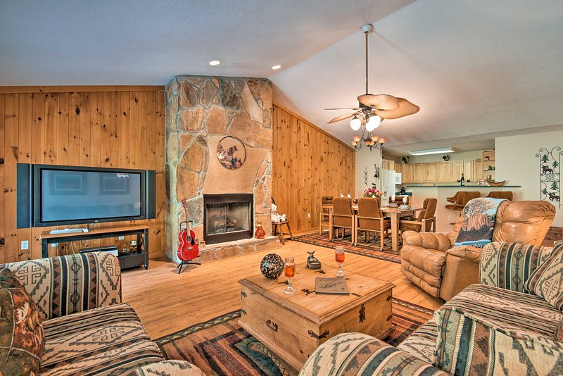 Lavish Home w/ 2 Decks & Norris Lake Views!, holiday rental in Duff