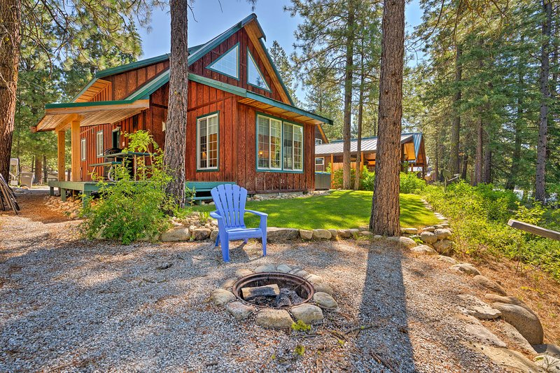 'Whispering River' Riverfront Retreat w/ Hot Tub!, holiday rental in Leavenworth