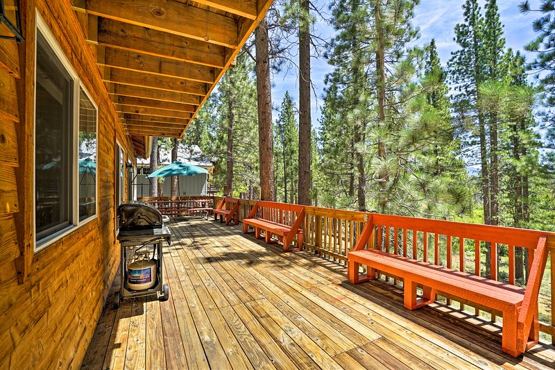 Spacious South Lake Tahoe Home, 4 Mi to Heavenly!, vacation rental in South Lake Tahoe