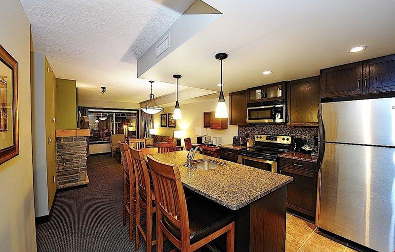 Disfruta preparando la cena en este moderno condominio.