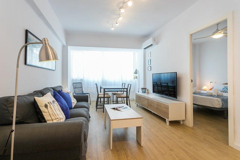 Comfortabele woon- en eetkamer met split-airconditioning en HDTV. Comfortabele li