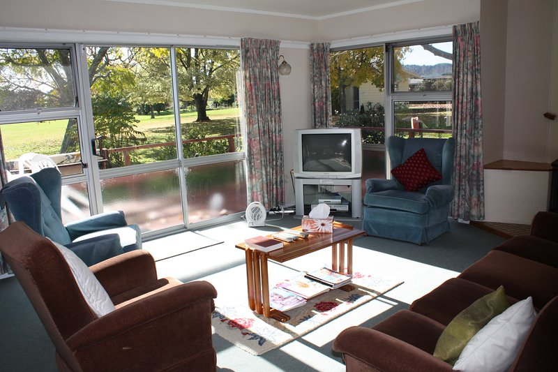 Titoki Christian Retreat and Healing Centre (Single Room 1), holiday rental in Ohope