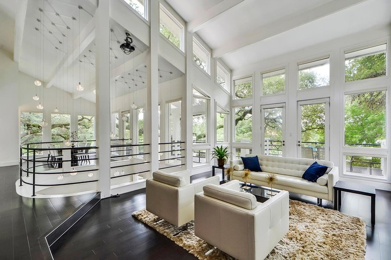 Gorgeous Estate Overlooking Lake Austin <5 miles to Downtown, SXSW, ACL, holiday rental in Rollingwood