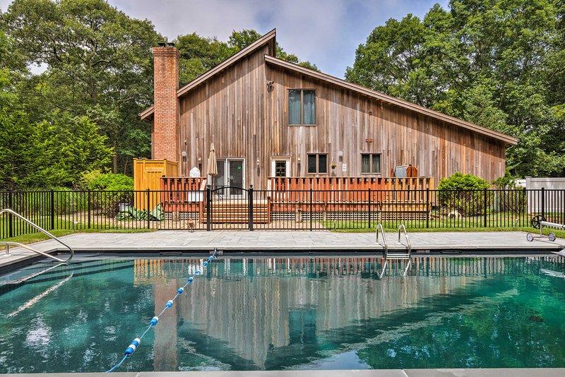 Explore East Hampton a partir desta casa de férias com 4 quartos e 3 casas de banho.
