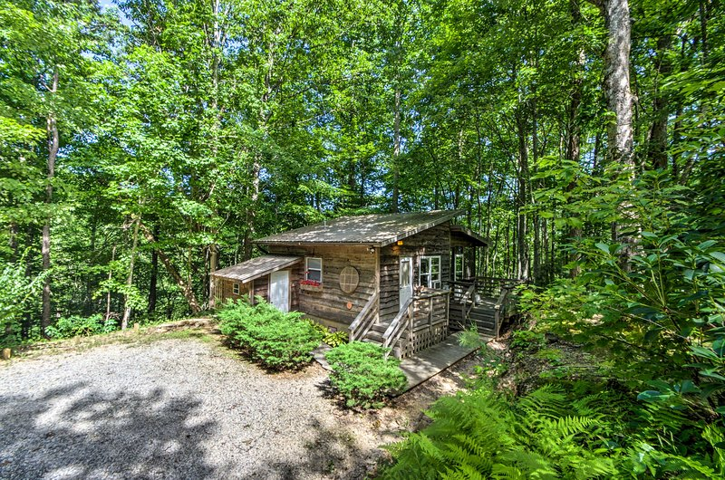 Escape busy city life and stay at this 1-bathroom vacation rental efficiency cabin in Robbinsville.