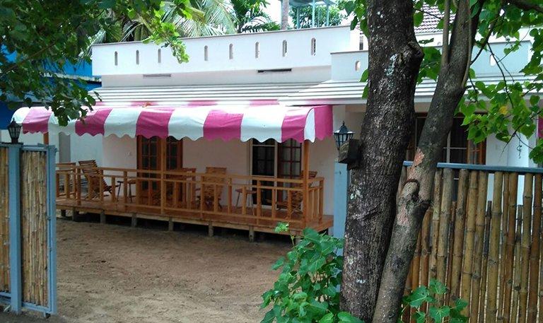 Cherai Beach Home Stay at Peyolis Place, alquiler vacacional en North Paravur