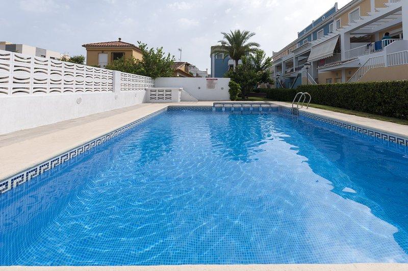 GOLDEN - Chalet for 7 people in Playa De Gandia, holiday rental in Grau i Platja