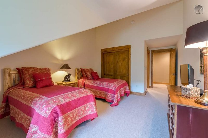 The twin room also has its own TV and attached ensuite bathroom.