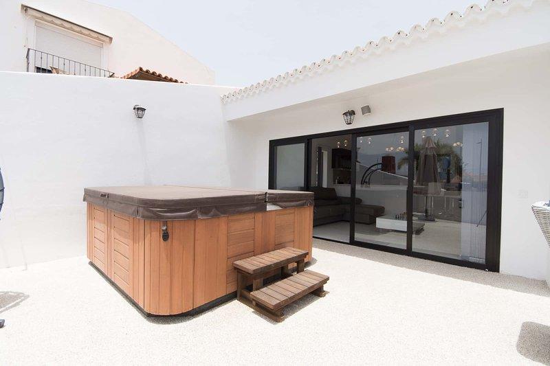Villa Canaria. Modern 3 Bedroom Villa. Playa De Las Americas., holiday rental in Arona