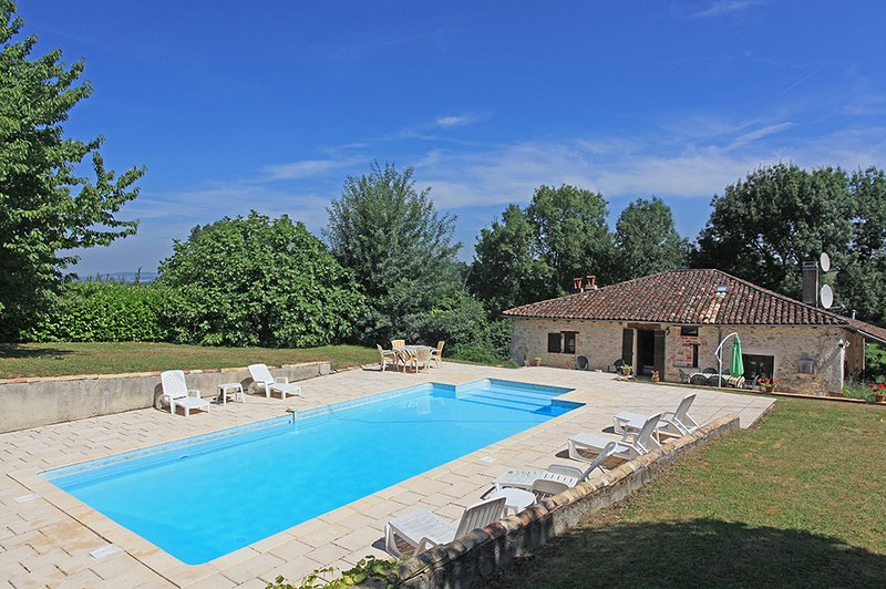 Mothis - 13th century stone farmhouse and fabulous private pool