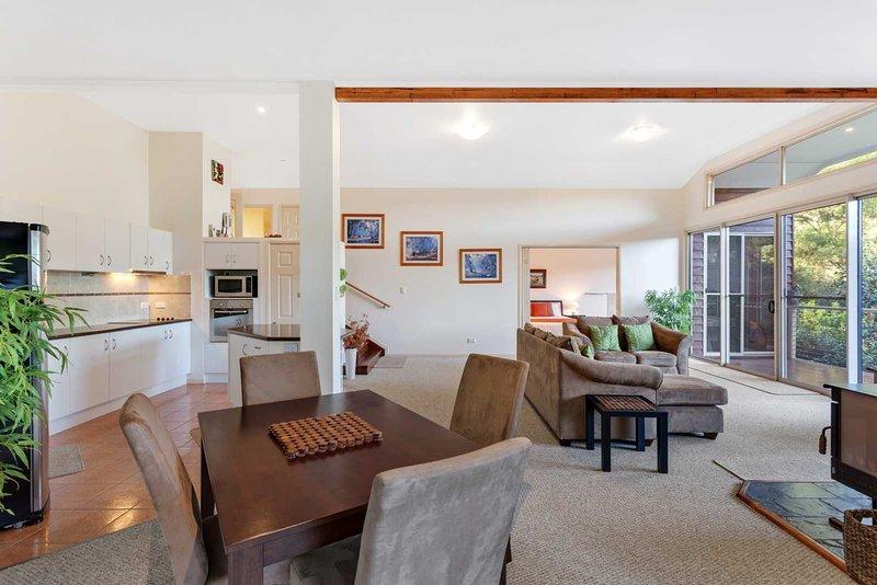 Kookaburra Kottage 2 Bedrooms, vacation rental in Lockyer Valley