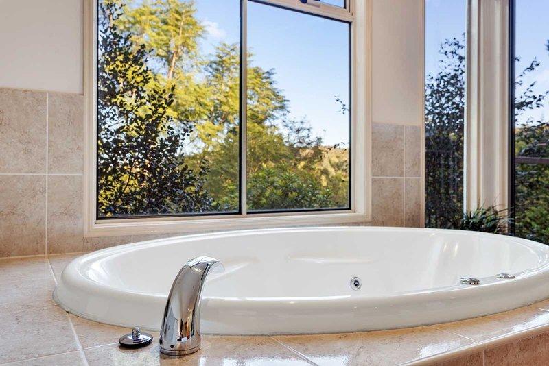 Ravensbourne Escape - Kookaburra Kottage, aluguéis de temporada em Ravensbourne
