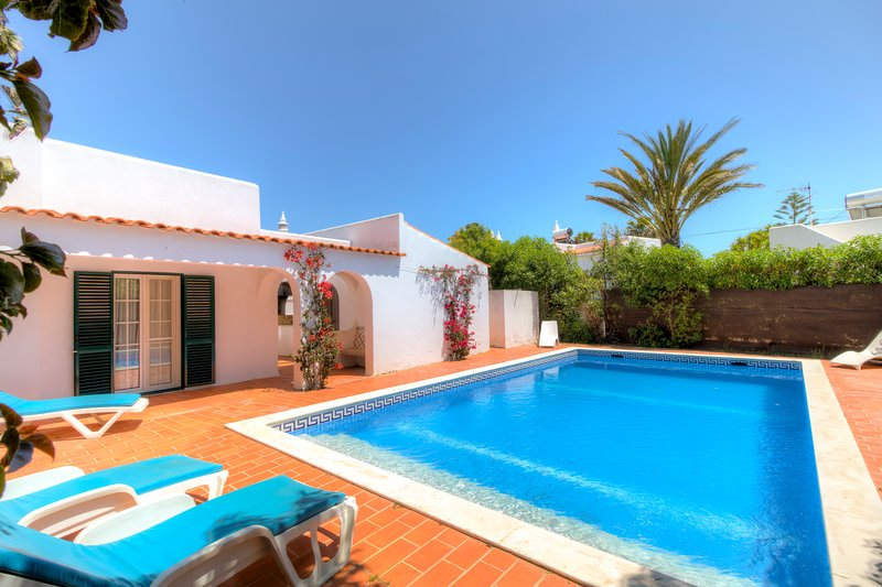 V2 Sesmarias - 2 bed villa w/ private pool in carvoeiro, holiday rental in Carvoeiro