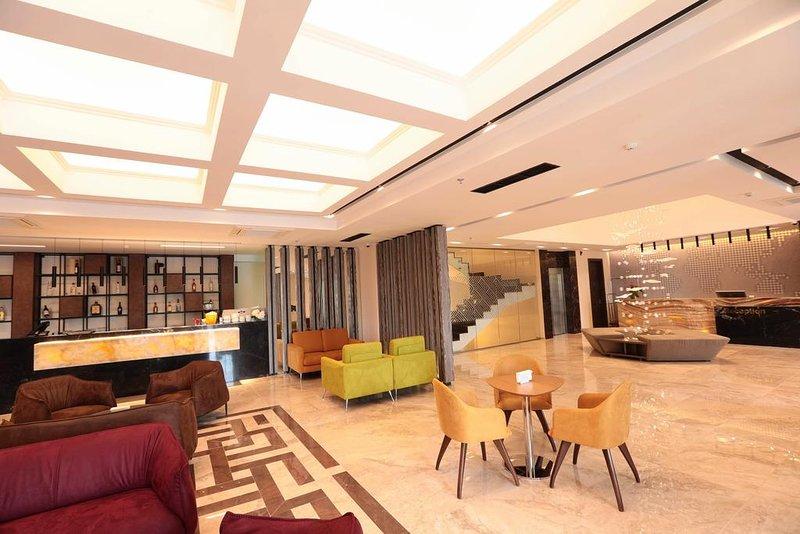 Venus Hotel - Superior Suite 2, location de vacances à Pristina