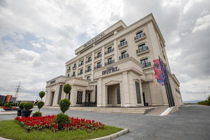Venus Hotel - Superior Suite 1, location de vacances à Pristina