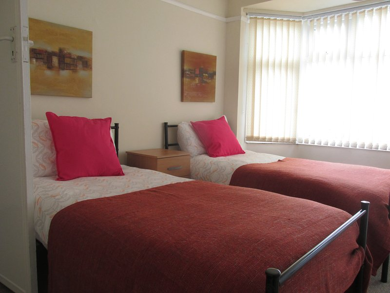 Milton House - Huku Kwetu - Bedroom: Serviced Accommodation