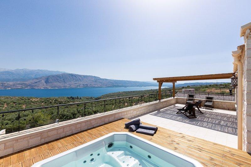 6 places, bain à remous extérieur à la véranda au 2ème étage avec vue sur la mer!