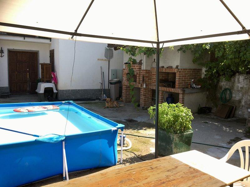 Alloggio 5/6 posti letto in cascina piemontese, vakantiewoning in Farigliano