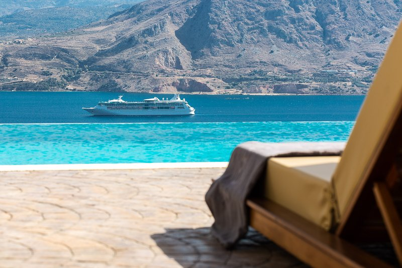 Elements Villa...luxury redifined!, holiday rental in Akrotiri