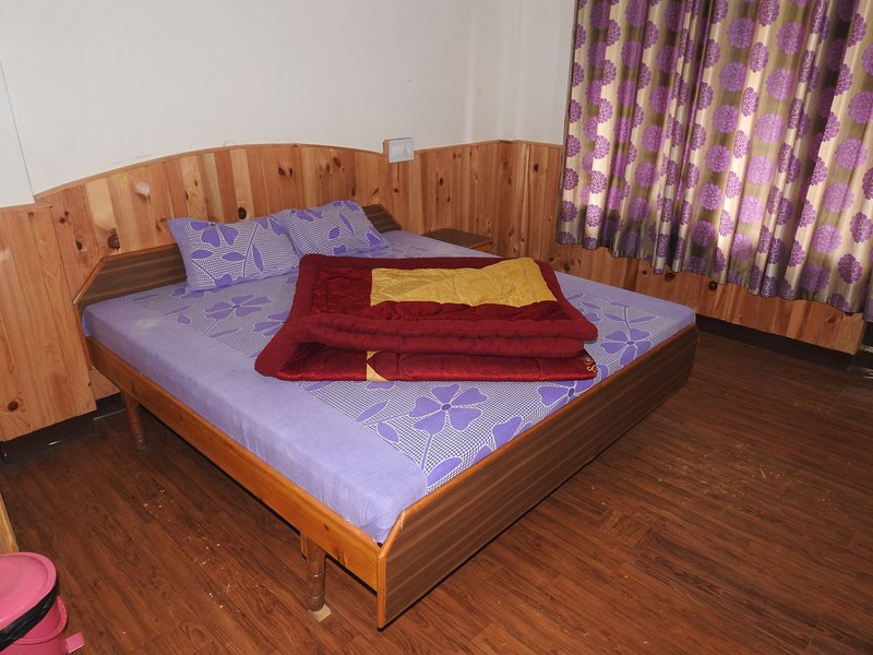 Holiday Home Barot (Single Room 2), vacation rental in Multhan