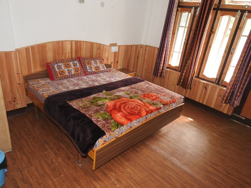 Holiday Home Barot (Single Room 3), vacation rental in Multhan