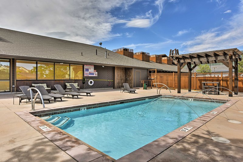 Upscale Condo, Walk to Ski Shuttle/Sundance Films! Chalet in Park City