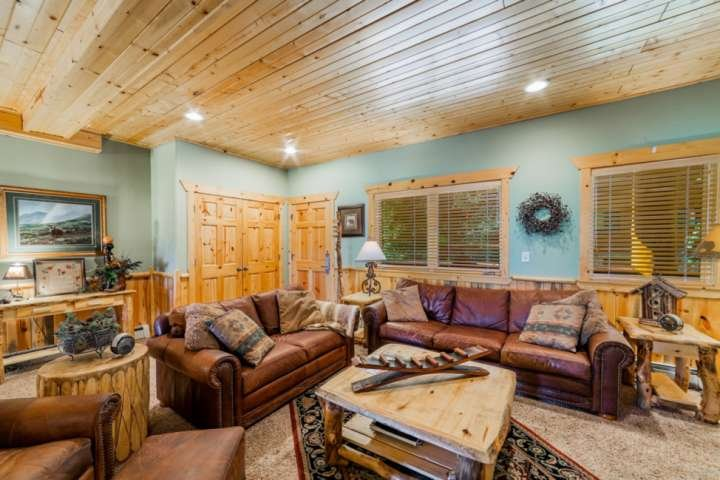 Family Room w Leather Sofas (larger is a sleeper), Gas Fireplace, HDTV w Cable