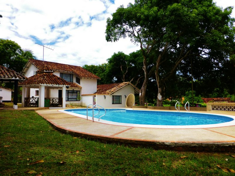 Finca con Piscina Privada Melgar, holiday rental in Tolima Department