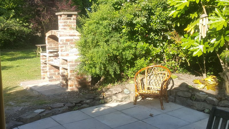 Barbacoa en el jardín