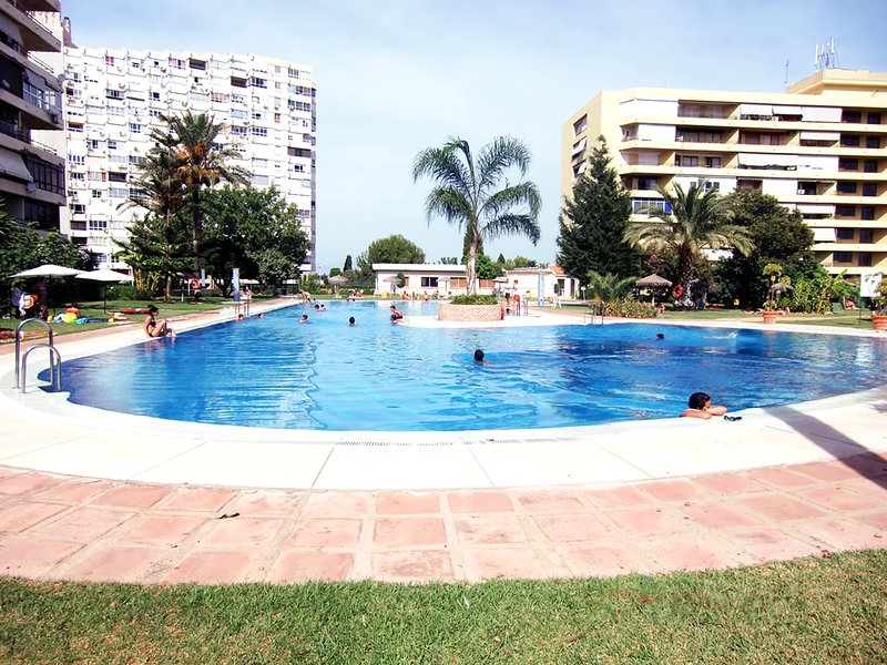 WINTER 1MONTH-OCTOBER20-APRIL21-HEATING-SATELLITE-FREE WIFI-NETFLIX-PRIME VIDEO, vacation rental in Torremolinos