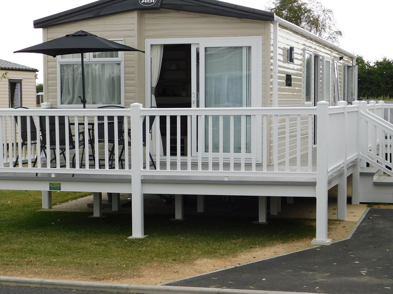 Tattershall Lakes Luxury 2018 Caravan With Hot Tub  Lancaster Crescent, holiday rental in Tattershall