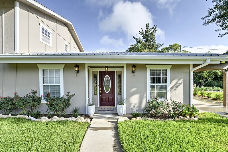 Large Clifton Home w/Yard & Access to Lake Whitney, vacation rental in Whitney