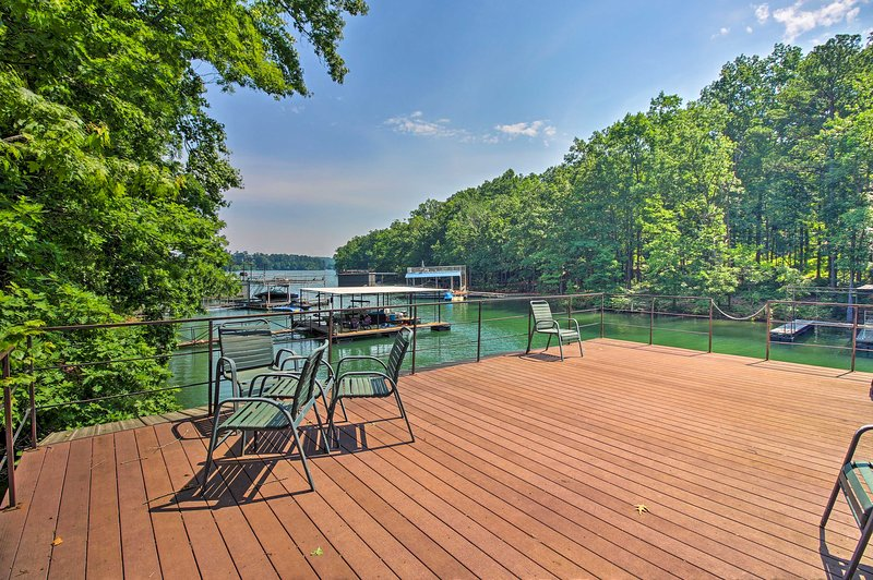 Spacious Gainesville Home w/ Dock on Lake Lanier!, holiday rental in Cumming
