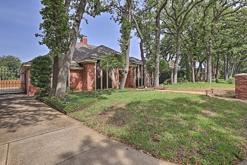 Large trees provide shade over this centrally located Arlington getaway.