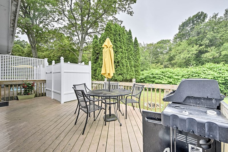 There are accommodations for 6 guests to enjoy the private deck and yard area.