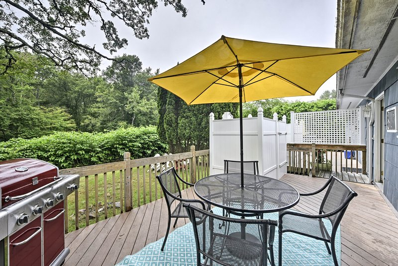 The townhome boasts 3 bedrooms, 1 bathroom, a spacious deck and backyard.