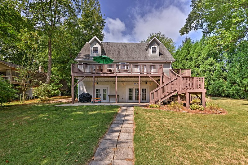 This Sherrills Ford vacation rental home awaits your group of up to 13 guests!