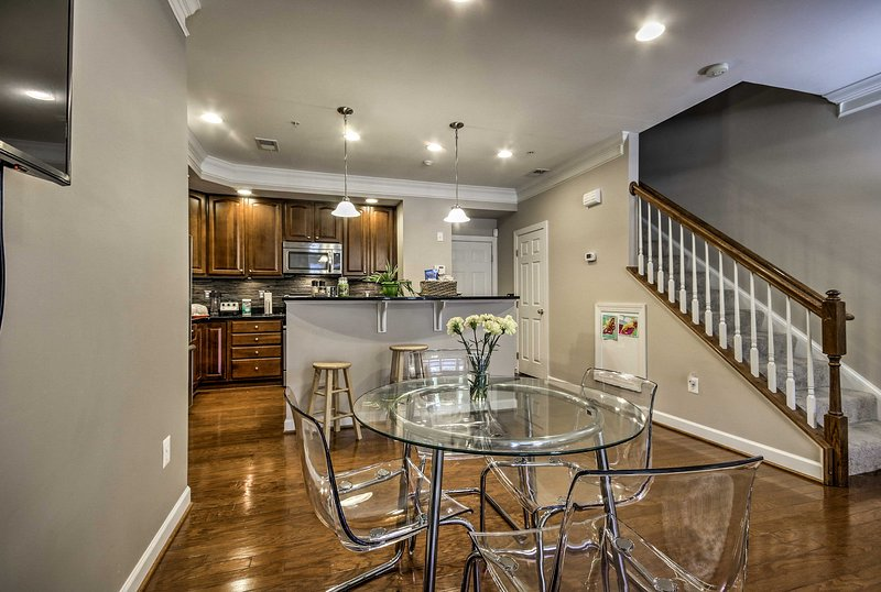 This 3-bed, 2.5-bath unit comfortably sleeps 8 travelers.